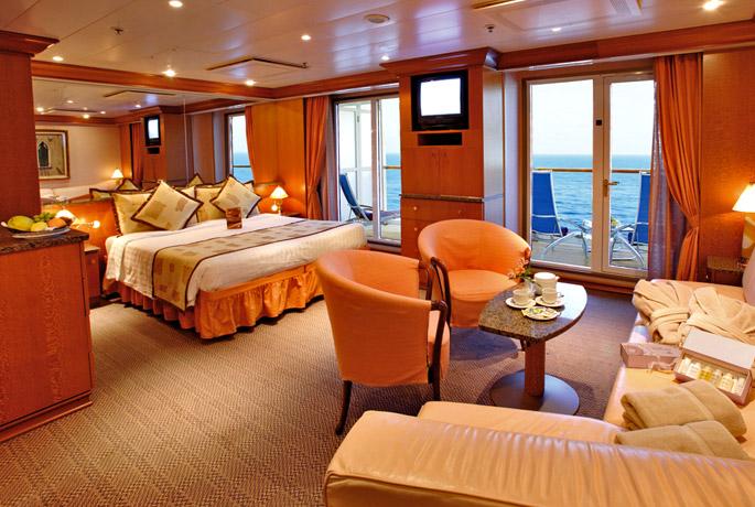 Scheda nave costa atlantica con una lunghezza di 292m puo for Salottino da balcone