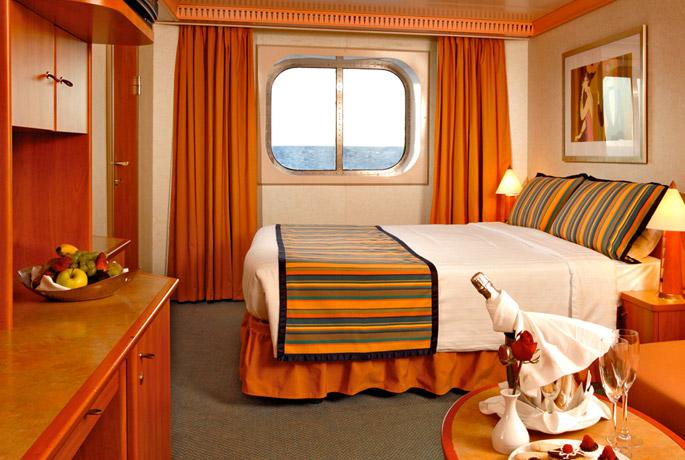 Scheda nave costa magica con una lunghezza di 272m puo for Cabina interna su una nave da crociera