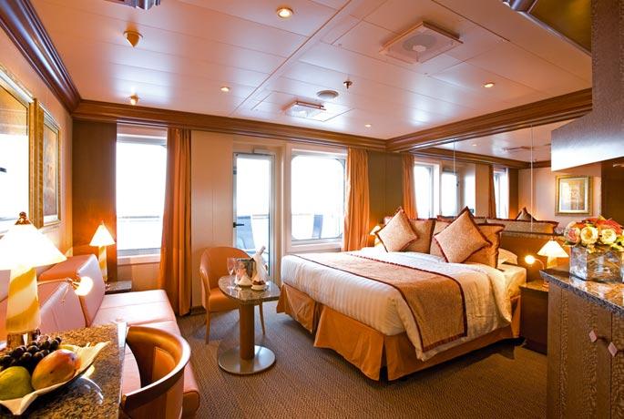 Scheda nave costa serena con una lunghezza di 290m puo for Salottino da balcone
